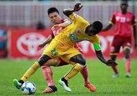 Vòng 24 Toyota V-League 2016: Vừa đá vừa ngóng