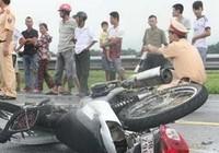 Xe máy chở 4 lao vào xe tải, 2 người tử vong