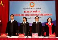 Thí điểm thẩm phán mặc áo choàng khi xử