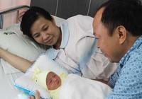 Mổ lấy thai 3,2 kg cùng khối u nặng gần 6 kg