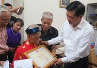 Bí thư Đinh La Thăng chúc thọ người cao tuổi
