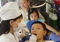 Nguy cơ bị mù mắt, tai biến do… nhổ răng