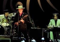 Ca sĩ Bob Dylan đoạt Nobel văn học