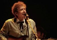 Thế giới bút chiến việc Bob Dylan ẵm Nobel