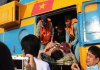 Trực thăng đưa ngư dân từ Trường Sa về đất liền cấp cứu