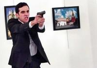 Tác nghiệp trước họng súng