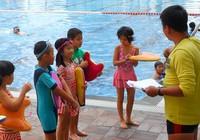 Hóc Môn được chọn thí điểm phổ cập bơi lội cho học sinh