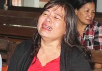 Người kiện vụ 4 chiếc cọc khóc ngất khi tòa tuyên án