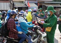 Người dân đổ về Sài Gòn chuẩn bị đi làm