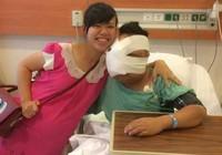 Người đẹp khuyết tật và chàng trai có khối u che mặt