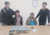 Bắt 2 người vận chuyển 10 bánh heroin từ Lào