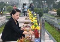 Chủ tịch QH dâng hương tưởng niệm các liệt sĩ Điện Biên