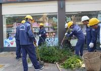 Dân tự nguyện đập bỏ tam cấp lấn vỉa hè