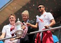Chiếc cúp cứu rỗi ông Wenger