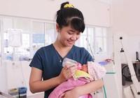 Bác sĩ, điều dưỡng hiến cả lít sữa mẹ mỗi ngày