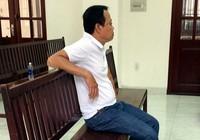 Nạn nhân thương tật nặng do bị đánh hay bệnh nhiều năm?
