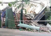 2 nhà cao tầng đổ sập: Thoát chết nhờ hàng xóm tốt bụng