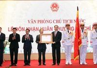 Văn phòng Chủ tịch nước đónnhận huân chương Hồ Chí Minh