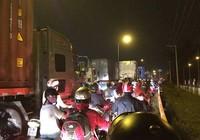 Kẹt xe, hàng trăm phương tiện chôn chân tại cầu Phú Mỹ