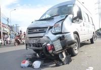 Xe khách tông xe máy, 1 thanh niên bất tỉnh