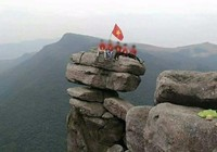 Tranh cãi hình ảnh leo lên núi Đá Chồng chụp ảnh