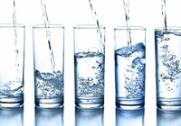 Uống 2 lít nước mỗi ngày, đừng cố gắng thực hiện