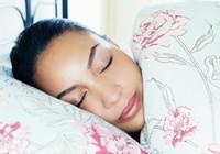 Để có làn da đẹp hơn trong lúc ngủ