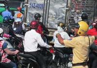 Chùm ảnh Cảnh sát giao thông mướt mồ hôi điều tiết giao thông