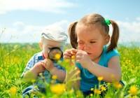 Chơi ngoài trời giúp trẻ giảm cận thị