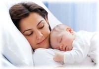 Lưu ý cho các bà mẹ khi ngủ cùng em bé