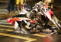 Ba người bị thương, hai xe máy nát sau cú tông trực diện