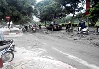 Sáng ra bùn đất đầy đường