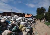 'Đột kích' khu sơ chế chất thải chui lớn nhất Sài Gòn