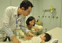 Hi hữu bé ngạt nước 10 phút được cứu sống