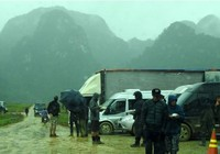 Đoàn làm phim 'King Kong' vất vả dưới mưa rừng nhiệt đới