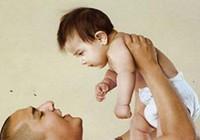 Rung lắc, đưa võng mạnh có thể làm trẻ tử vong