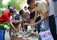 Tặng sách miễn phí tại đường sách Nguyễn Văn Bình
