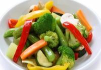 Rau củ nên ăn sống hay nấu chín thì tốt?