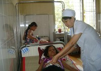 Cứu sống bệnh nhân vỡ khối u buồng trứng