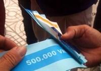 Cây ATM bỗng nhiên nhả nửa triệu đồng tiền... giấy