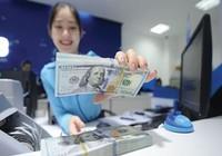 Giá vàng lao đao, USD leo dốc
