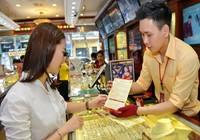 Giá vàng tiếp tục leo dốc, dự báo còn tăng nữa