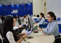Hàng loạt ngân hàng báo lãi 'khủng'