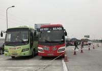 Nhiều xe khách kéo về Hà Nội phản đối chuyển bến