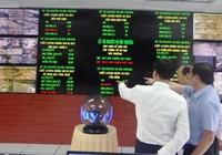 Dân SG nhìn bảng điện tử để biết ô nhiễm môi trường
