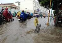 Sài Gòn lại mưa xối xả, có nơi ngập gần 1 m