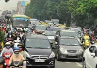 Cãi kịch liệt đề xuất cấm xe máy chạy trên đường