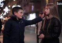 Phản ứng đáng yêu khi cậu bé bị yêu cầu tát bạn gái