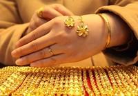 Giá vàng rớt về sát ngưỡng 33 triệu đồng/lượng