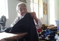 84 tuổi vẫn gắn bó với nghề may áo dài truyền thống